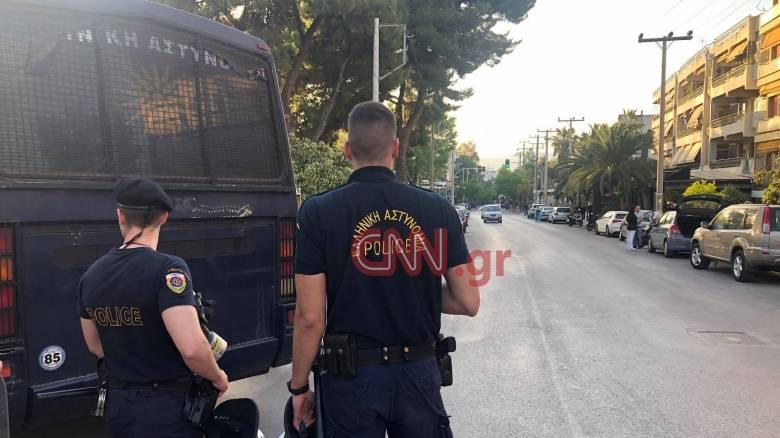 Κορωνοϊος: Ισχυρή αστυνομική δύναμη στην πλατεία Αγίου Ιωάννου στην Αγία Παρασκευή