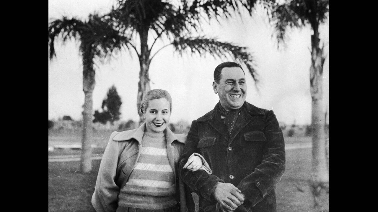1919, Αργεντινή.  Γεννιέται η Μαρία Εύα Ντουάρτε, που θα γινόταν σύζυγος του Χουάν Περόν. Στη φωτογραφία οι δύο τους, το 1950, στο Μπουένος Άιρες.