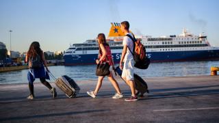 Κορωνοϊός: Αλλάζει και... δυσκολεύει η μεταφορά επιβατών στα ελληνικά νησιά φέτος