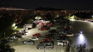 Στις πλατείες δοκιμάζονται τα μέτρα για τον κορωνοϊό - Κοσμοσυρροή σε Ακρόπολη, Λυκαβηττό, Παγκράτι