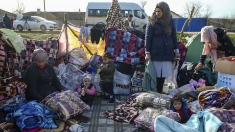 Guardian: Οι πρόσφυγες που έγιναν πιόνια στο παιχνίδι του Ερντογάν