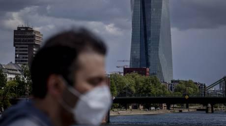 Κορωνοϊός - Γερμανία: Παρέμβαση Σόιμπλε για την οικονομία ενώ οι νεκροί αυξάνονται