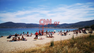 Κορωνοϊός: Πλήθος κόσμου στις παραλίες της Αττικής