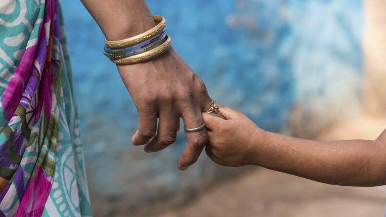 Ημέρα της Μητέρας: Πώς «γεννήθηκε» και ποια είναι η τραγική ιστορία που την συνοδεύει