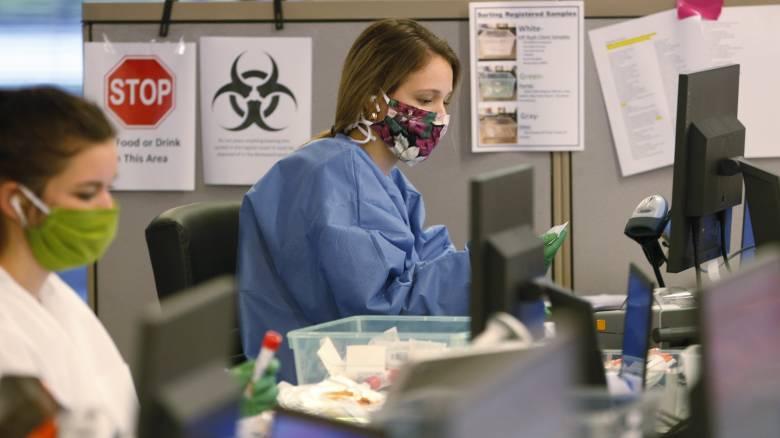 Κορωνοϊός - ΗΠΑ: Εγκρίθηκε το πρώτο γρήγορο τεστ αντιγόνων και το πρώτο κατ'οίκον τεστ σάλιου