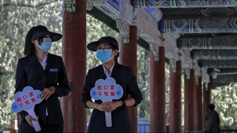 Κορωνοϊός: Το Πεκίνο ανασκευάζει 24 «παράλογους ισχυρισμούς» των Αμερικανών