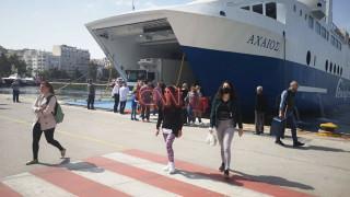 Έλυσαν κάβους τα πλοία: Ποιοι και πώς μπορούν να ταξιδέψουν από σήμερα στα νησιά