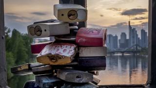 Κορωνοϊός - Γερμανία: Μπαράζ απολύσεων σε εργοστάσια, ξενοδοχεία, εστιατόρια