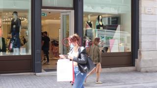 Καρέ - καρέ η πρώτη μέρα με ανοιχτά μαγαζιά στην Ερμού