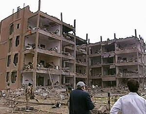 2003, Σαουδική Αραβία. Τρεις συντονισμένες βομβιστικές επιθέσεις σε οικιστικό συγκρότημα στο Ριάντ της Σαουδικής Αραβίας, είχαν ως συνέπεια να χάσουν τη ζωή τους τουλάχιστον 20 άνθρωποι, ανάμεσα στους οποίους και 7 Αμερικανοί αξιωματούχοι.
