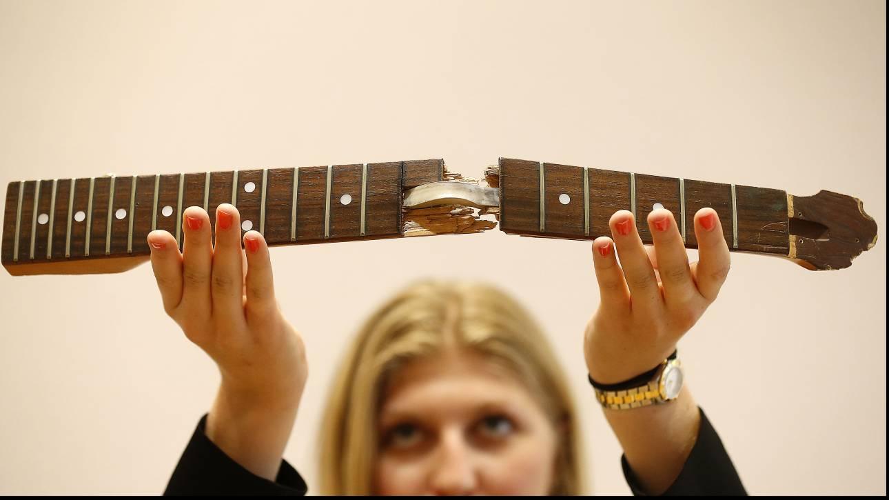 Ένα εκατομμύριο δολάρια για την κιθάρα του Κερτ Κομπέιν - Βγαίνει σε δημοπρασία