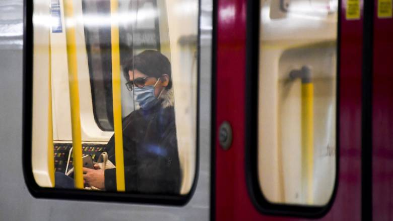 Βρετανία: Υπάλληλος σιδηρόδρομου πέθανε από κορωνοϊό - Την είχε φτύσει επιβάτης