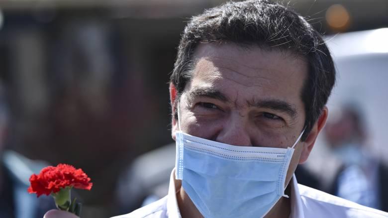 Τσίπρας: Τα χειροκροτήματα από μόνα τους δεν λύνουν τα προβλήματα των νοσηλευτών