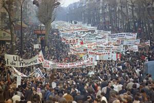 1968, Παρίσι.  Άποψη των δεκάδων χιλιάδων διαδηλωτών που έχουν βγει στους δρόμους του Παρισιού κατά τη διάρκεια της γενικής απεργίας.