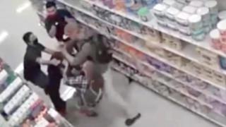 Λος Άντζελες: Έσπασαν τον ώμο υπαλλήλου επειδή τους είπε να φορέσουν μάσκα