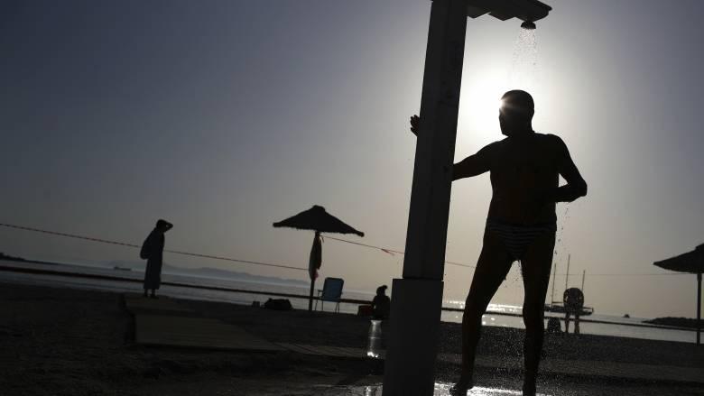 Άρση μέτρων: Ανοίγουν το Σαββατοκύριακο οι οργανωμένες παραλίες