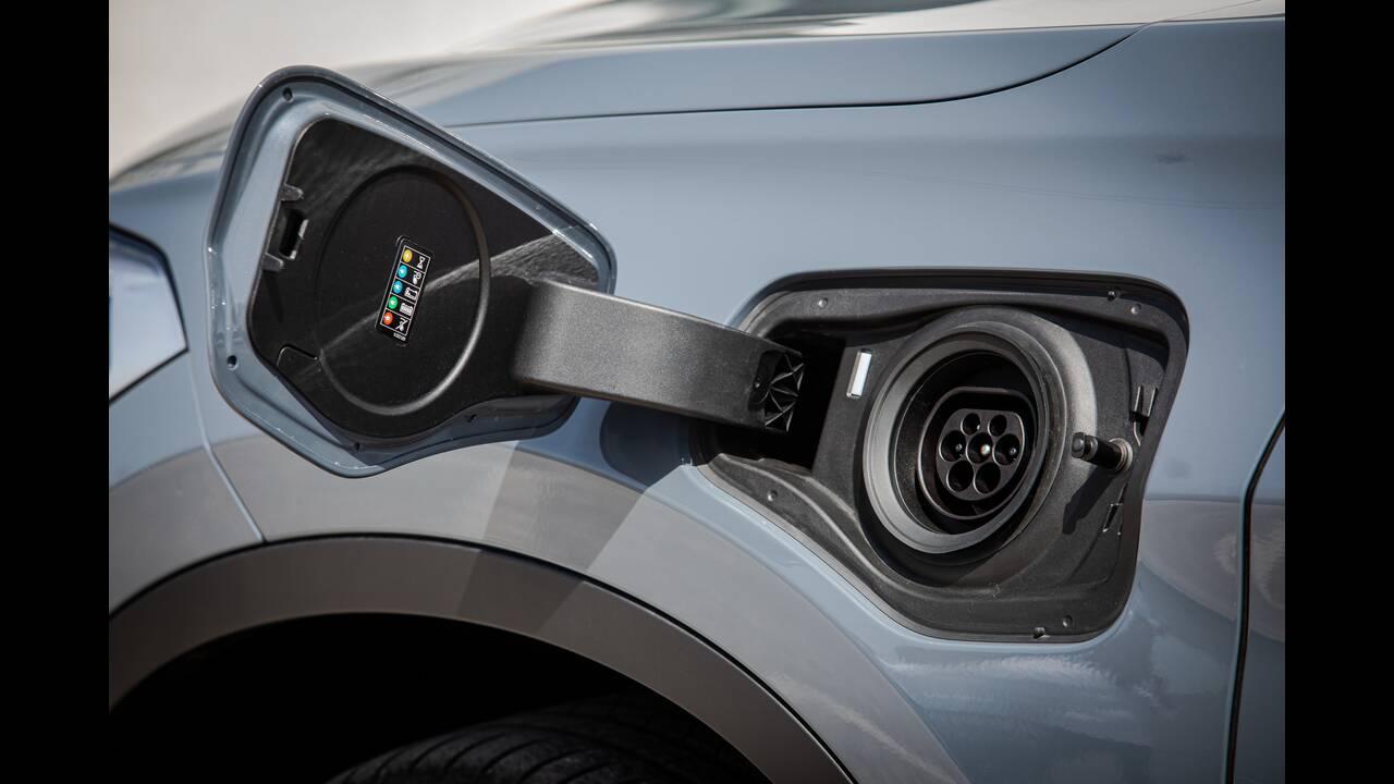 https://cdn.cnngreece.gr/media/news/2020/05/13/219177/photos/snapshot/BMW-X1-xDRIVE25e-4.jpg