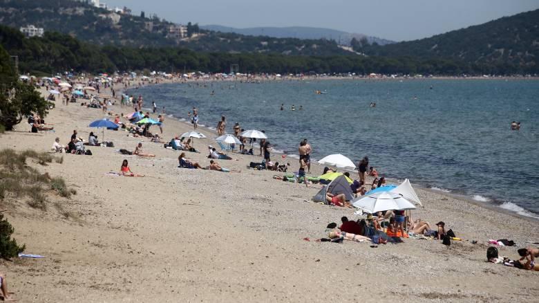 Άρση μέτρων: Ανοίγουν 515 οργανωμένες παραλίες – Οδηγός ασφαλείας για τα μπάνια