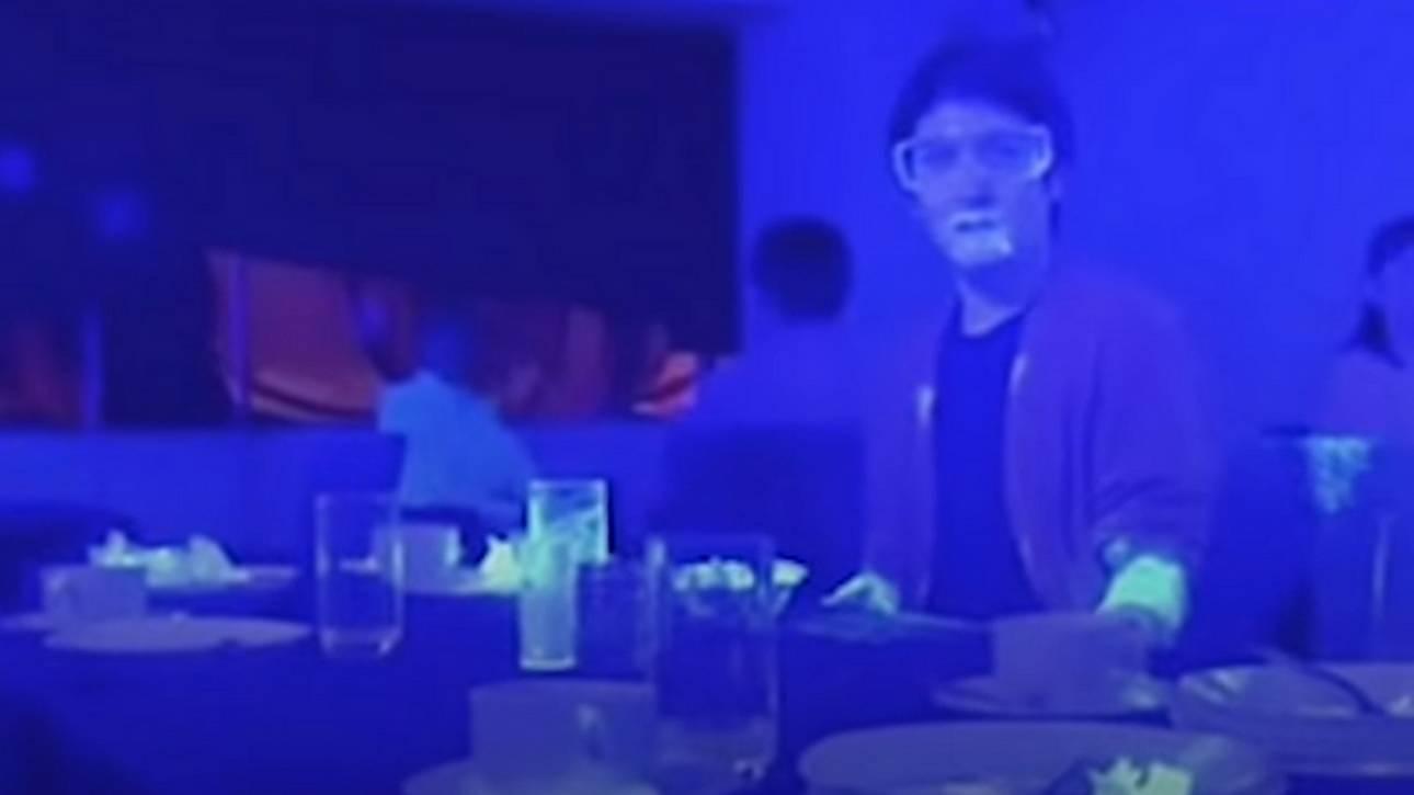 Πείραμα με black light δείχνει πόσο γρήγορα μπορεί να μεταδοθεί ο ιός σε ένα εστιατόριο