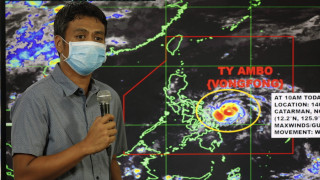 Από την καραντίνα, στο καταφύγιο: Δεκάδες χιλιάδες εκτοπισμένοι στις Φιλιππίνες λόγω τυφώνα