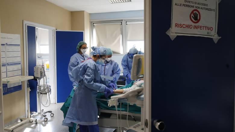 Κορωνοϊός: Επιστήμονες βρήκαν βιοδείκτες που «βλέπουν» ποιος ασθενής κινδυνεύει να πεθάνει