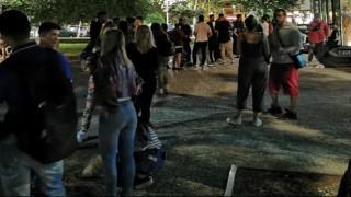 Κορωνοϊός: Νέες εικόνες συνωστισμού στη Θεσσαλονίκη - Ουρές για ένα ποτό