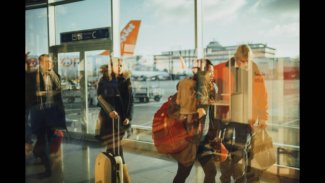 https://cdn.cnngreece.gr/media/news/2020/05/15/219432/photos/snapshot/airport-731196_1920.jpg