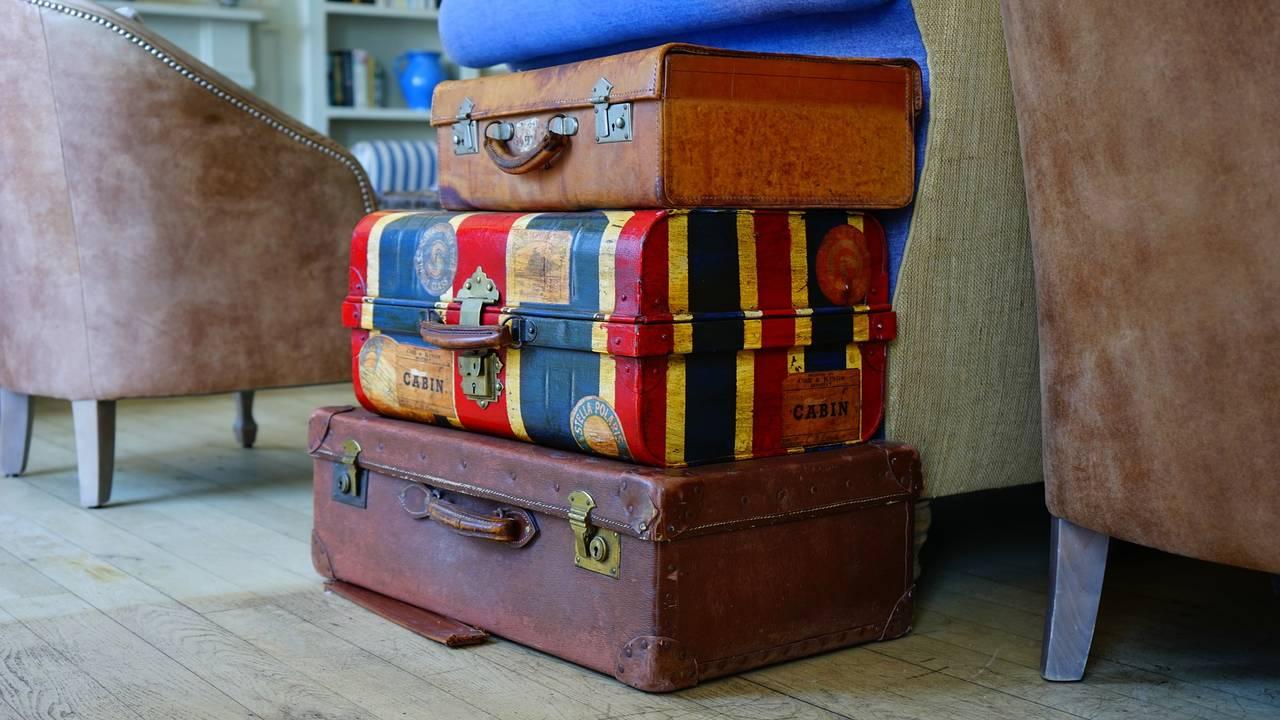 https://cdn.cnngreece.gr/media/news/2020/05/15/219432/photos/snapshot/luggage-1436515_1920.jpg