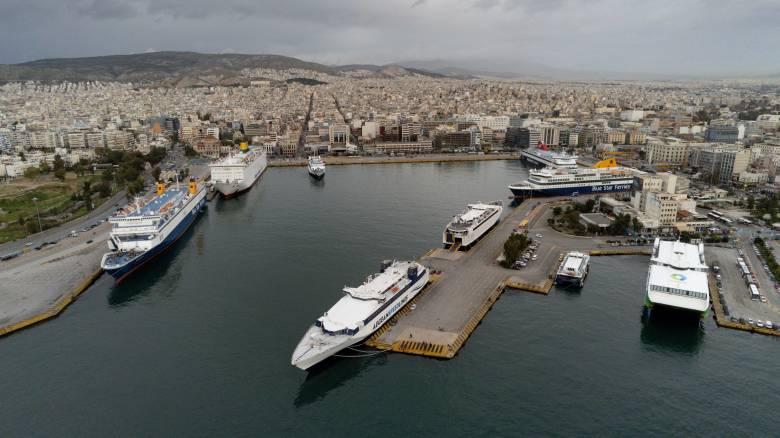 Άρση μέτρων: Υποχρεωτική χρήση μάσκας στις μετακινήσεις με πλοία, αεροπλάνα και ΚΤΕΛ