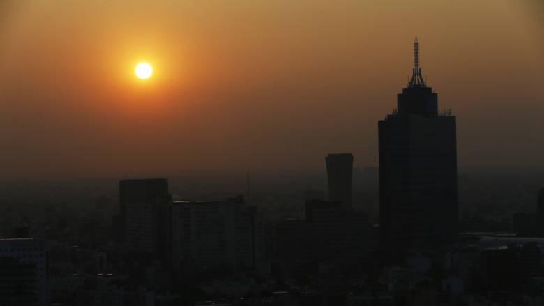 Κορωνοϊός: Πώς συνδέονται ατμοσφαιρική ρύπανση και θνησιμότητα σε κάποιες χώρες