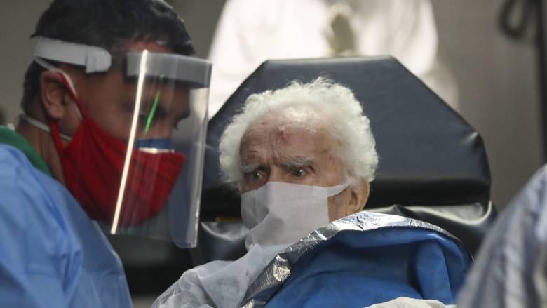 Βρετανία: Τουλάχιστον 12.000 ένοικοι γηροκομείων πέθαναν από Covid-19