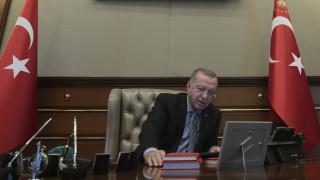 Ο Ερντογάν «ψάχνει» ξένη χρηματοδότηση και η τουρκική λίρα ανεβαίνει