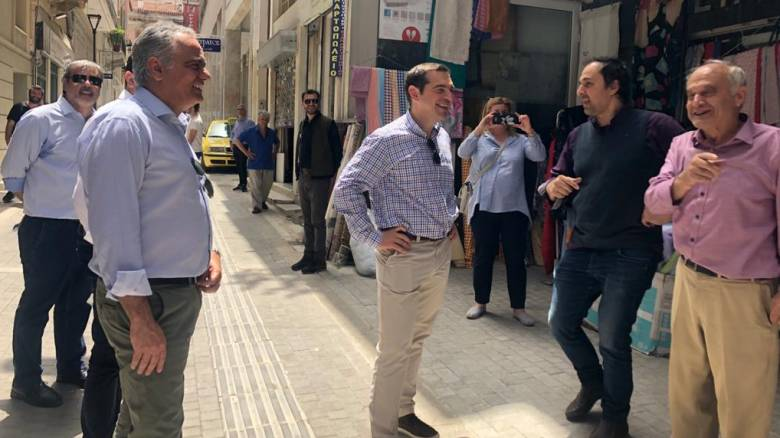 O Τσίπρας «βγαίνει έξω»: Άνοιγμα ΣΥΡΙΖΑ στους μικρομεσαίους