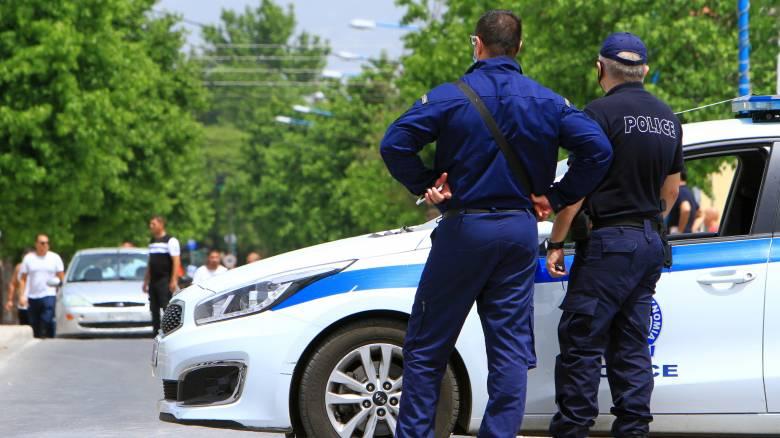 Κορωνοϊός: Έρευνα της ΕΛ.ΑΣ. για τα επεισόδια στη Λάρισα - Επίθεση σε δημοσιογράφο