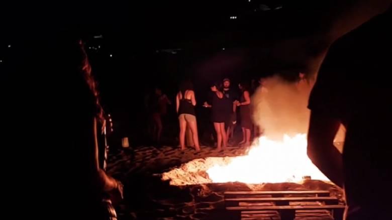 Μύκονος: Φωτιές, συνωστισμός και αστυνομία σε πάρτι κατά του κορωνοϊού