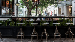 Σχέδιο για μείωση ΦΠΑ στις καφετέριες και ελαφρύνσεις σε αεροπορικά και ακτοπλοϊκά εισιτήρια