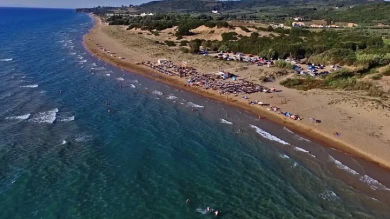 Η απέραντη παραλία της Κυλλήνης που θα σας μαγέψει