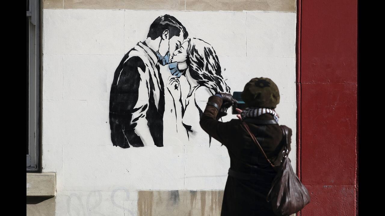 https://cdn.cnngreece.gr/media/news/2020/05/17/219660/photos/snapshot/graffiti_virus-3.jpg