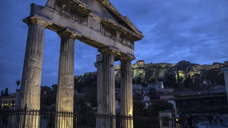 Guardian: Η Ελλάδα θέλει να κεφαλοποιήσει την πετυχημένη διαχείριση της πανδημίας