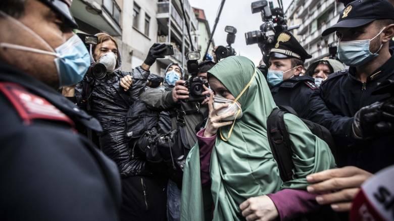 Ιταλία: Η ιστορία της 24χρονης πρώην ομήρου Σίλβιας Ρομάνο διχάζει τη χώρα