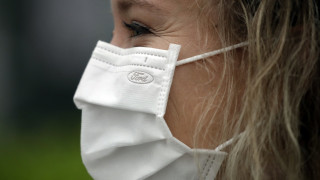 Κορωνοϊός: Πόσα σταγονίδια σάλιου μένουν στον αέρα κατά την ομιλία με και χωρίς μάσκα;