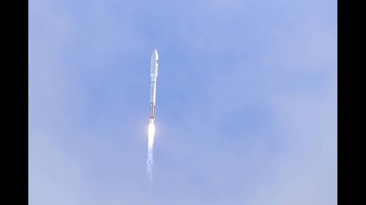 https://cdn.cnngreece.gr/media/news/2020/05/18/219739/photos/snapshot/rocket-5.jpg