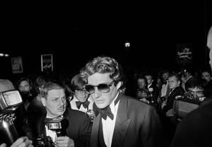 """1979, Κάννες. Ο ηθοποιός Ρίτσαρντ Γκιρ, προσέρχεται στο Δειθνές Φεστιβάλ Κινηματογράφου των Καννών, για την πρεμιέρα της ταινίας """"Day of Heaven"""", του Τέρενς Μάλικ, στην οποία πρωταγωνιστεί."""
