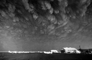 1980, Πολιτεία Ουάσινγκτον. Λίγες μέρες μετά την έκρηξη του ηφαιστείου του όρους της Αγίας Ελένης, πυκνός καπνός σκεπάζει την πόλη Εφράτα στην ποιτεία της Ουάσινγκτον, πολλές εκατοντάδες χιλιόμετρα μακριά.