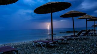 Καιρός: Μετά τη θερμή «εισβολή», επιδείνωση: Πού θα σημειωθούν βροχές και καταιγίδες