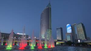 Νυχτερινή άποψη της πόλης Αλμάτι, που είναι η μεγαλύτερη του Καζακστάν με πληθυσμό λίγο περισσότερο από 1,5 εκατομμύριο κατοίκους.