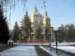 Ο καθεδρικός ναός της Αναλήψεως στο Αλμάτι. Είναι ορθόδοξη, χριστιανική εκκλησία, παρότι στο Καζακστάν, η πλειοψηφία του πληθυσμού είναι μουσουλμάνοι στο θρήσκευμα.