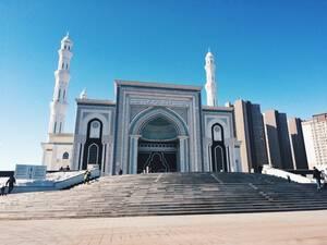 Το Khazrat Sultan στη Νουρσουλτάν είναι το μεγαλύτερο τζαμί της Κεντρικής Ασίας.