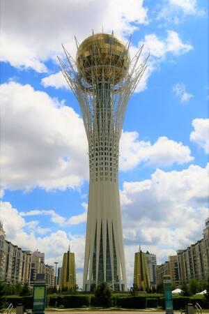 Ο πύργος Baiterek στη Νουρσουλτάν, είναι ίσως η πιο χαρακτηριστική εικόνα της χώρας σήμερα. Λειτουργεί ως παρατηρητήριο και συγκεντρώνει τους επισκέπτες της Αστάνα.