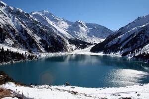 Λίμνη στα ορεινά του Καζακστάν